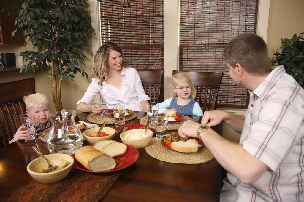 Family---Dinner---1.jpg