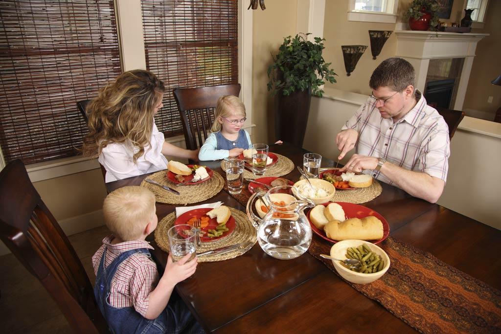 Family---Dinner---2.jpg