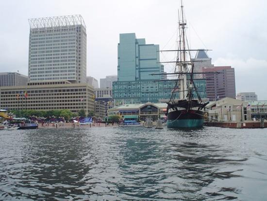 Baltimore_inner_harbor_-_panoramio.jpg